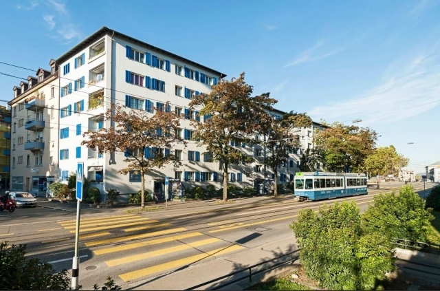 Hundreds queue for bargain €1,000 apartment in Zurich