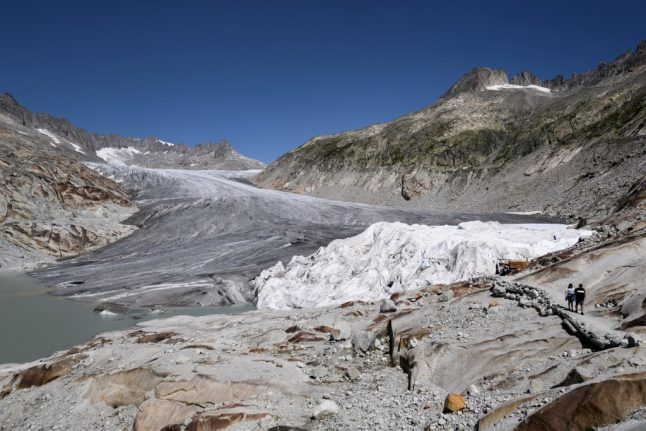 Swiss 'glacier initiative' collects 120,000 signatures