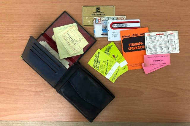 Swiss police return stolen purse to owner after 31 years