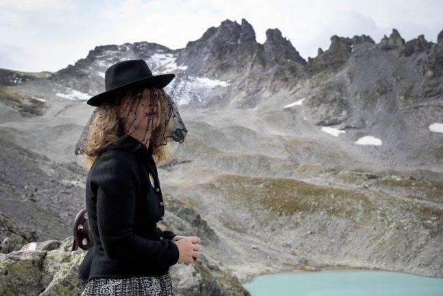 Swiss hold high-altitude 'funeral march' for lost glacier