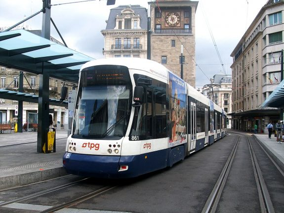 New tram line links Geneva with suburbs in neighbouring France