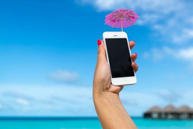 Swiss government set to change mobile phone roaming laws