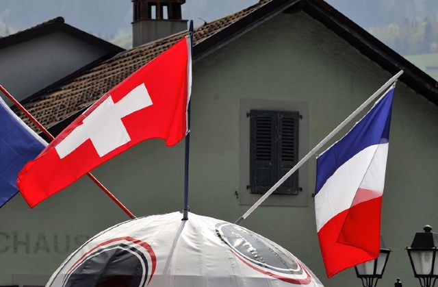 French workers asked to reveal what they think of Switzerland
