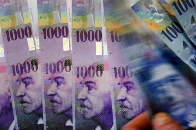 Swiss government criticised for not doing enough to revive economy