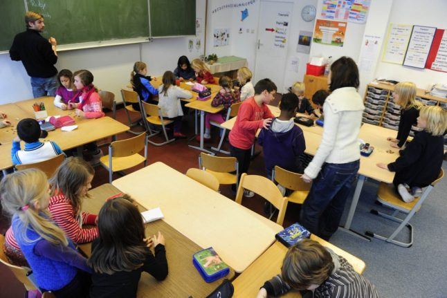Can Swiss cantons force you to send your child to school despite quarantine?