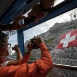 Fewer arrivals but more foreign residents: How Switzerland's coronavirus epidemic has affected immigration