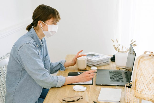 Switzerland: How wearing a mask to work can help you avoid quarantine