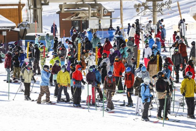 Will an American-style queuing system end chaos at Swiss ski lifts?