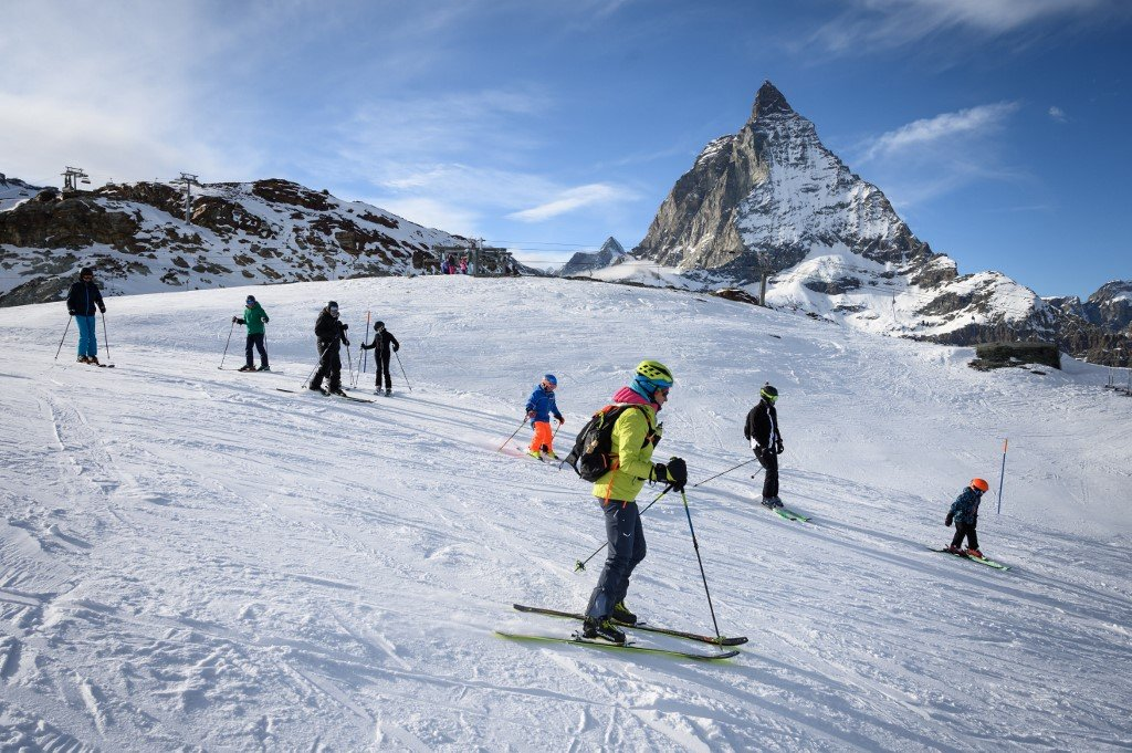 Switzerland heavily criticised for welcoming foreign skiers