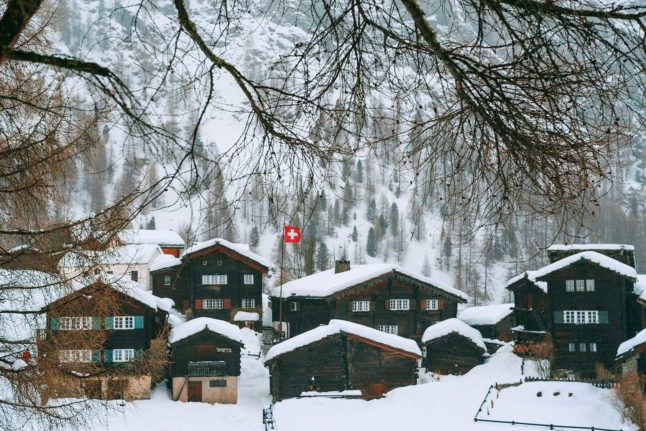 How much does it cost to become a Swiss citizen?