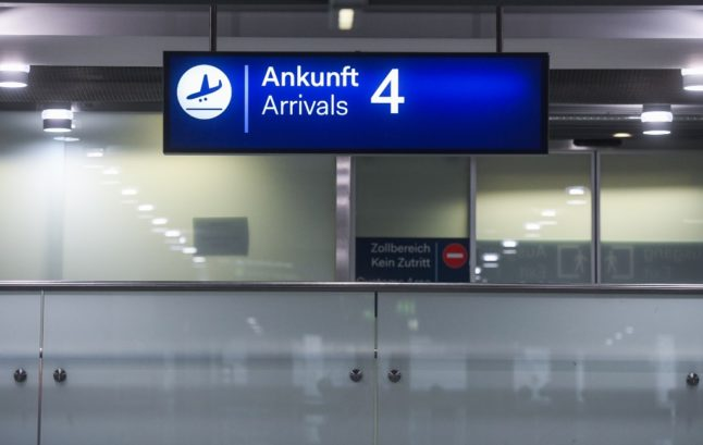 Reader question: What documents do I need to enter Switzerland?