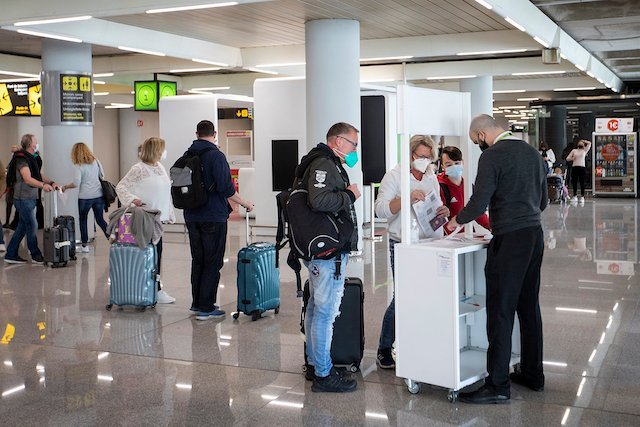 Covid-19: Could Switzerland implement new, colour-coded travel rules?