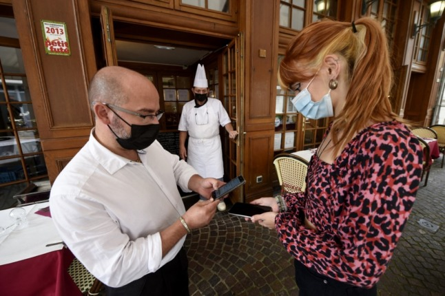 Have your say: Should Switzerland make Covid certificate mandatory to enter restaurants?