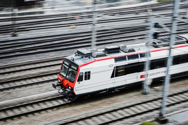 UPDATE: First Swiss canton calls for Covid certificate in public transport and shops