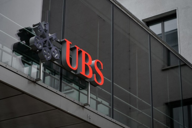 Why are Americans being turned away from Swiss banks?